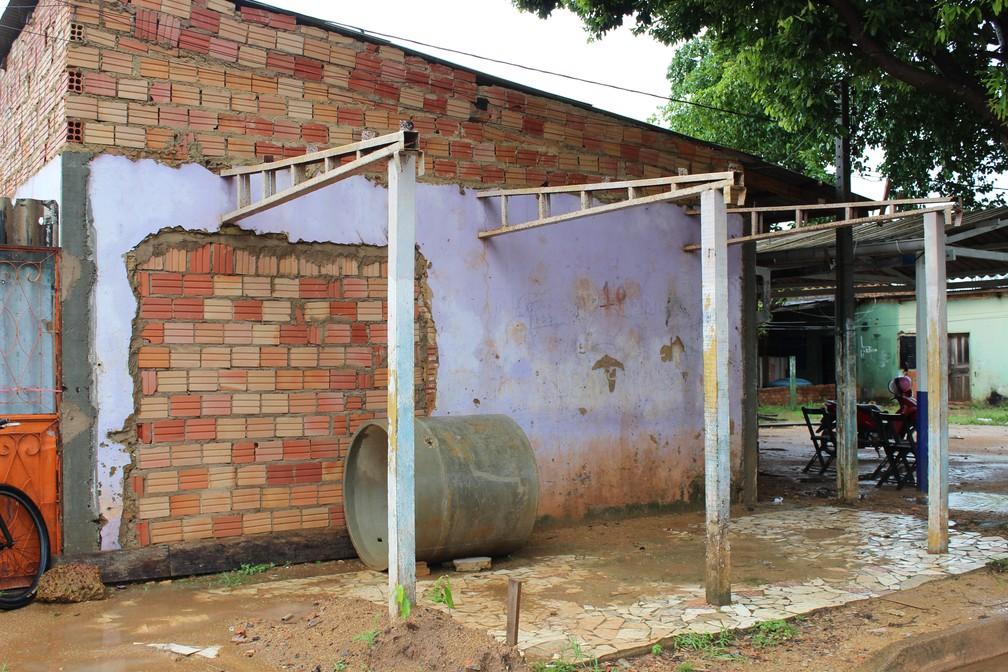 Antigo local onde funcionava o postinho de saúde construído pelo moradores do Bairro Ipanema — Foto: Jheniffer Núbia