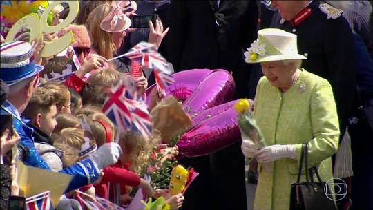 Rainha da Inglaterra completa 90 anos esbanjando popularidade