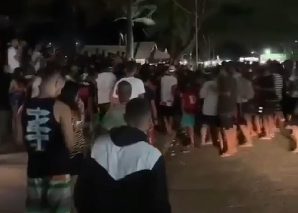 Em Campos, RJ, fiscalização precisou dispersar bloco clandestino que estava prestes a sair em Farol de São Thomé — Foto: Reprodução/Redes sociais