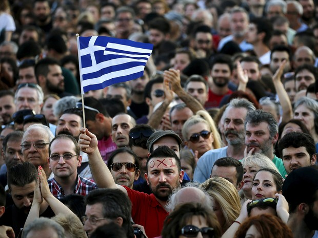 Οι διαδηλωτές συγκεντρώνονται στην κεντρική Αθήνα πριν από το δημοψήφισμα για το μέλλον της ελληνικής οικονομίας την Παρασκευή (3) (Φωτογραφία: Reuters / Γιάννης Μπεχράκης)