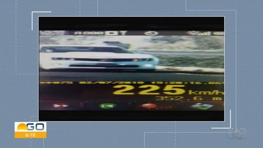 Carro atinge velocidade recorde de 225 km/h na BR-060, em Rio Verde