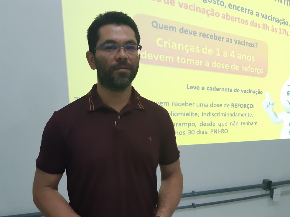 Importância da vacinação é destacada pelo coordenador estadual de imunização da Agevisa, Ivo Barbosa (Foto: Toni Francis/G1)