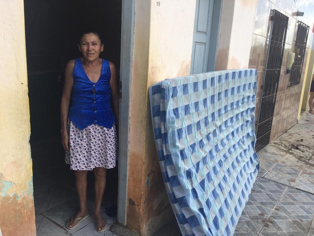 Dona Josefa, de Coronel João Sá, perdeu quase tudo na tragédia — Foto: Alan Tiago Alves/G1