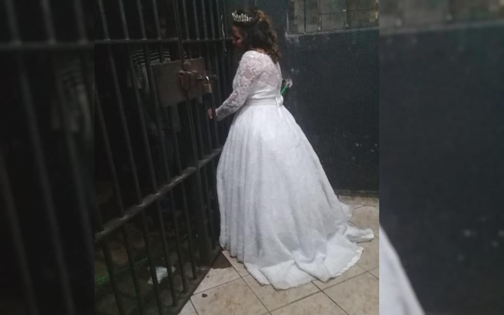 Noiva visita o irmão em cela de cadeia de Anápolis (Foto: Reprodução/TV Anhanguera)