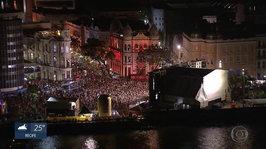 Foliões pernambucanos e turistas lamentam o fim do carnaval no Recife