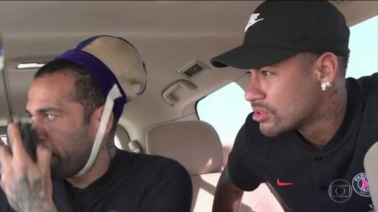 PSG em Doha: Neymar vai ao delírio com churrasqueiro, e Cavani passeia com camelos