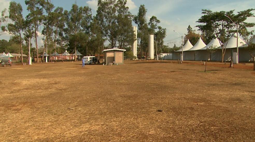 Turistas podem acampar dentro do Parque do Peão em Barretos, SP (Foto: Alexandre Sá/EPTV)