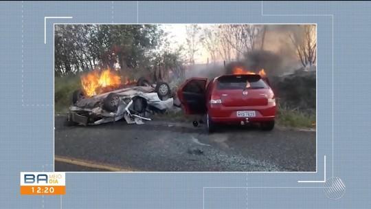 Avó e neto de 10 anos morrem após carros pegarem fogo depois de colisão frontal na BA; outras 3 pessoas ficaram feridas