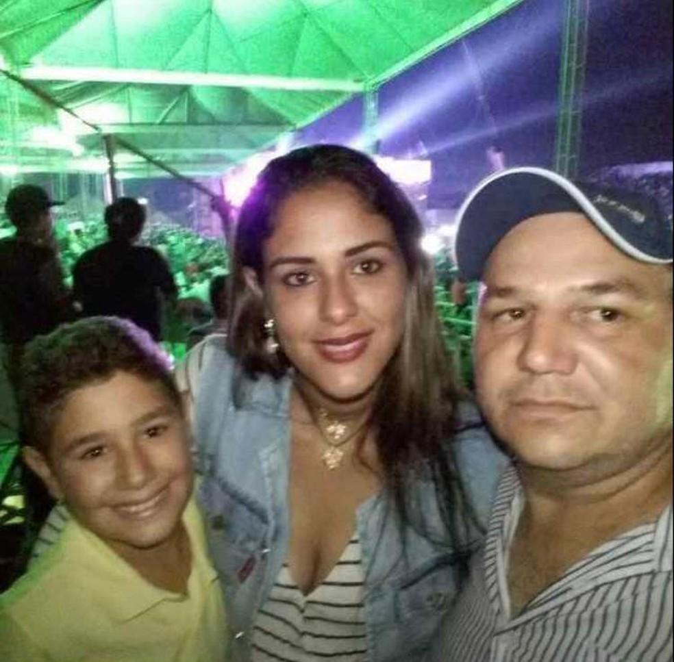 Jessica Tatiane Batista de Lima e o filho dela, Rhuan Victor Batista dos Santos, de 12 anos, morreram no acidente — Foto: Arquivo pessoal