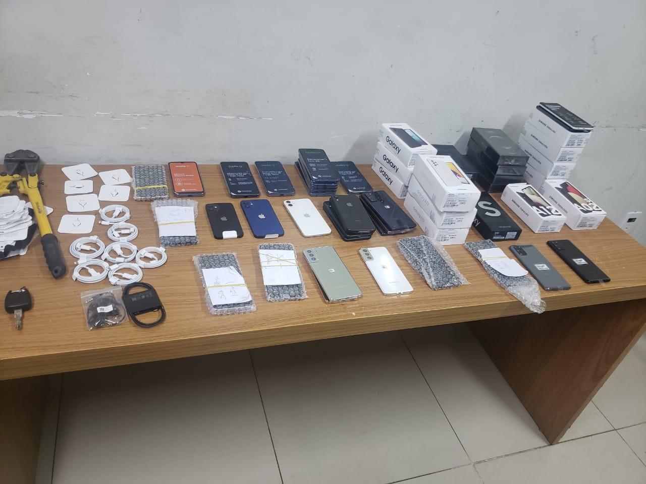 Trio é preso suspeito de furtar celulares de loja em shopping de Araçatuba