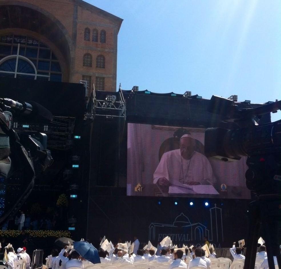 Mensagem do Papa surpreende fiéis com mensagem em homenagem aos 300 anos da Padroeira (Foto: Michelle Mendes/G1)