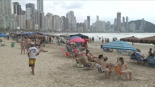 Feriado prolongado traz turistas ao litoral de SC e otimismo aos setores turístico e hoteleiro