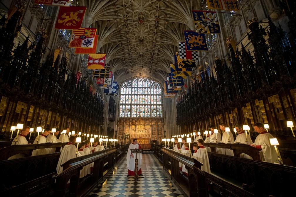Coro ensaia na capela onde acontecerá o casamento real (Foto: Steve Parsons/Pool via Reuters )