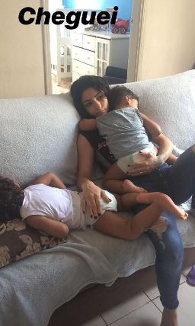 Thalyta Santos, com os filhos, João Gael e Enzo Fabiano (Foto: Reprodução/Instagram)