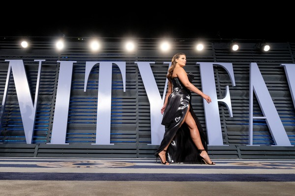 A modelo Ashley Graham na festa pós-Oscar 2018 (Foto: Getty Images)