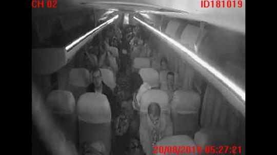Imagens mostram ação de sequestrador dentro do ônibus na Ponte Rio-Niterói