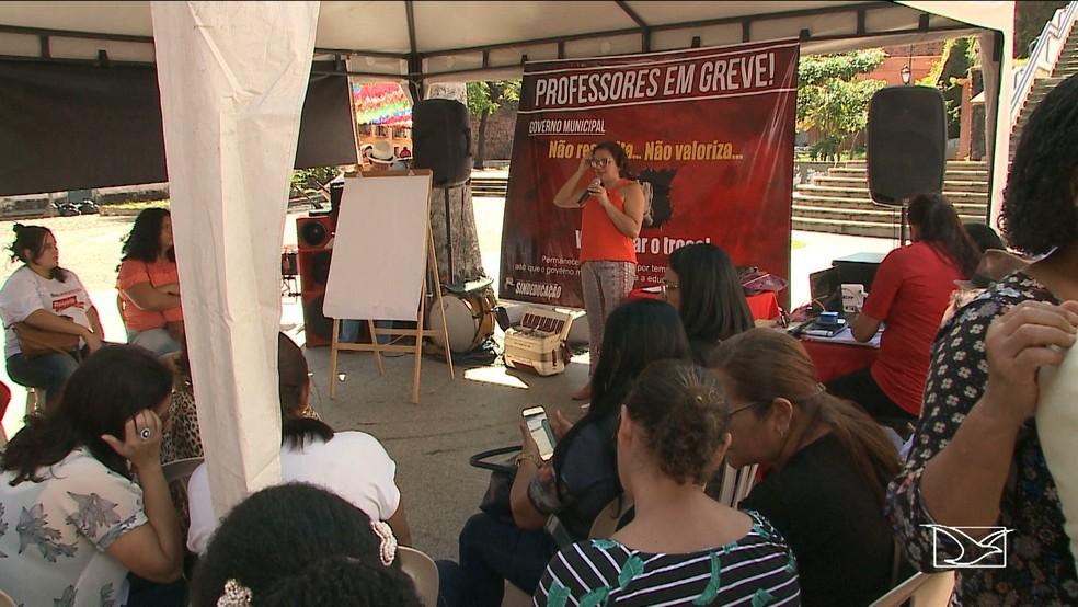-  Professores da rede municipal de São Luís fizeram um ato no centro da cidade  Foto: Reprodução/TV Mirante