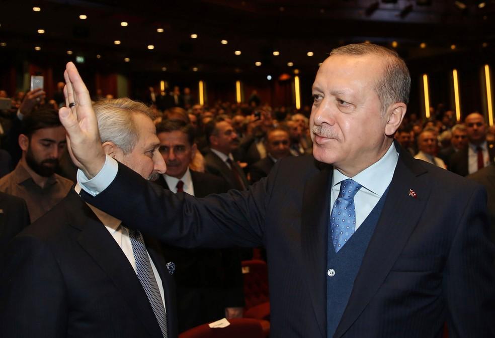 Presidente turco, Recep Tayyip Erdogan, chega para encontro com empresários em Ancara,  na Turquia, nesta segunda  (Foto: Yasin Bulbul/ AP)