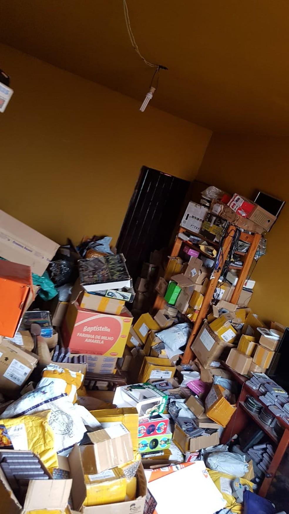 Operação da Polícia Federal apreende produtos contrabandeados em Santa Branca.  — Foto: Divulgação/ Polícia Federal