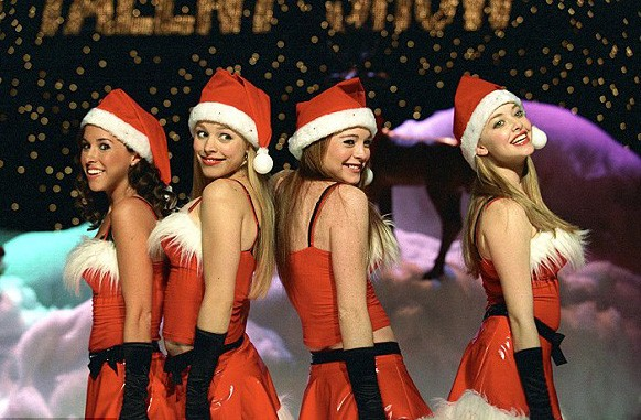 Lacey Chabert, Rachel McAdams, Lindsay Lohan e Amanda Seyfried no filme Meninas Malvadas (2004) (Foto: Divulgação)