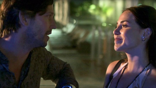 Valentim flagra encontro secreto entre Rosa e Remy