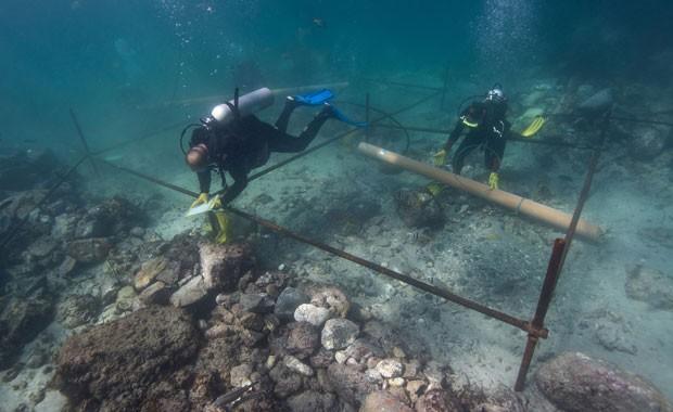 Esmeralda afundou em uma tempestade em maio de 1503 na costa da ilha de Al Hallaniyat, na região de Dhofar, em Omã (Foto: Blue Water Recoveries company/AP)