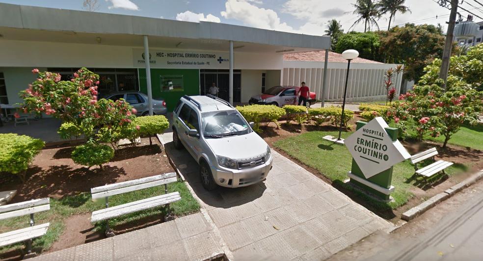 Professora foi encaminhada ao Hospital Hermírio Coutinho, no Centro de Nazaré da Mata  (Foto: Reprodução/Google Street View)