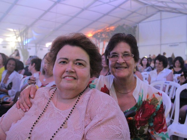 Angela foi ao show de Roberto Carlos com a tia em São José (Foto: Carlos Santos/ G1)