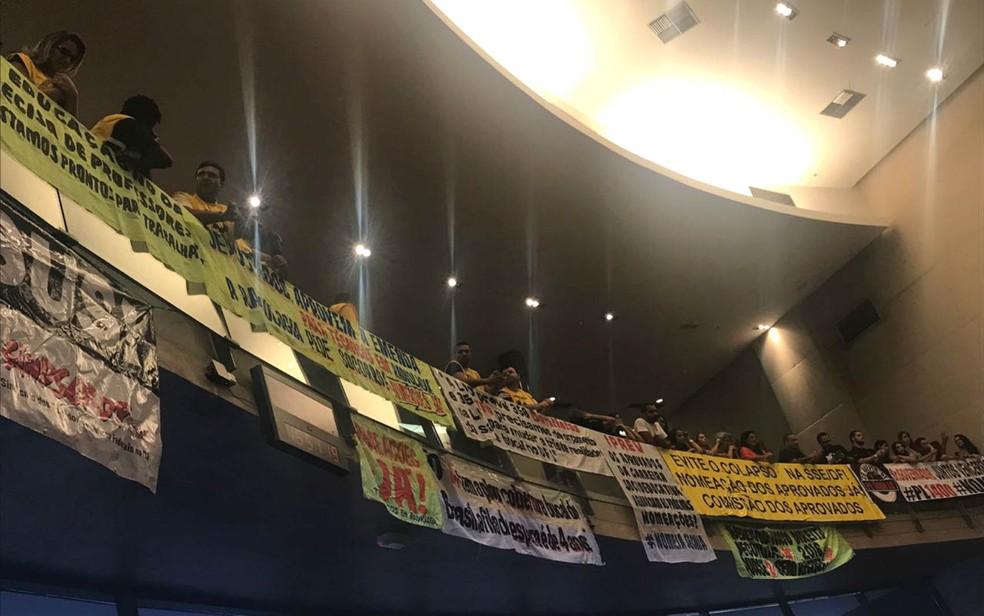 Categorias de funcionários públicos pressionam votação na Câmara Legislativa do DF (Foto: Letícia Carvalho/G1)