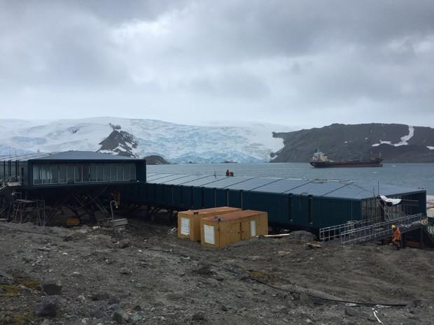 Após ser destruída em incêndio, estação brasileira na Antártica tem obra concluída