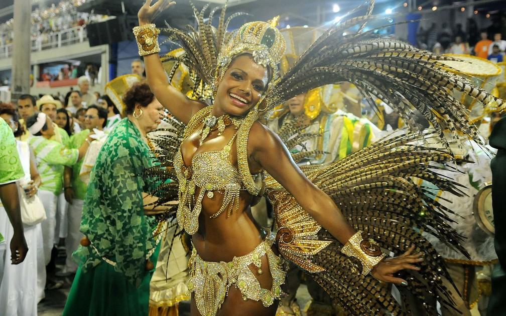 Quitéria Chagas como rainha de bateria do Império Serrano  — Foto: Alexandre Durão/G1