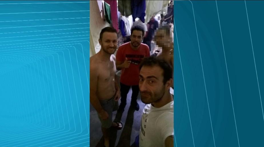 Presos na Operação Bala da Noite tiram selfie de 'reencontro' dentro da cadeia de Guarapuava, no PR
