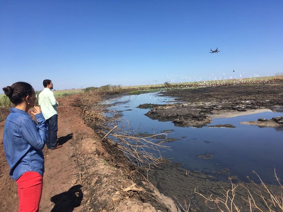 Visita técnica constatou poluição do rio causado pela usina (Foto: Sema-MT/Assessoria)