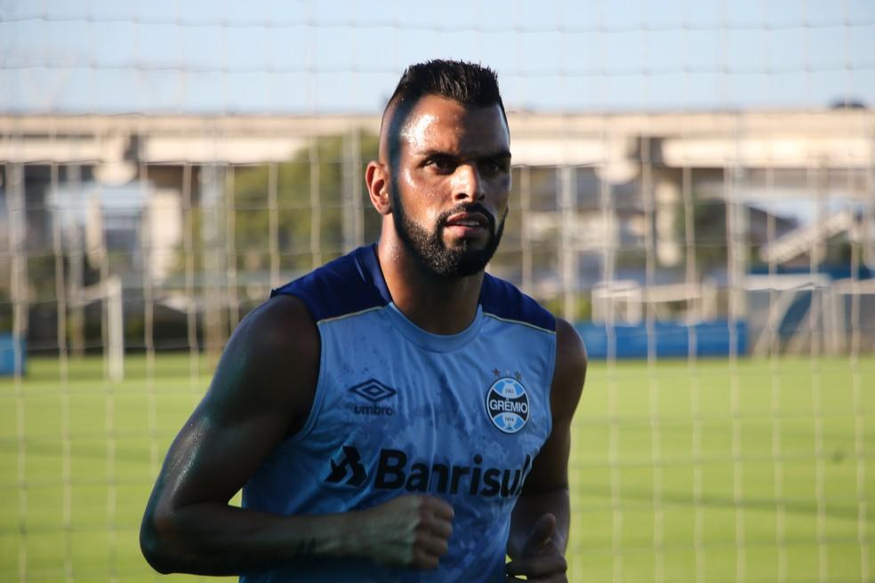 Maicon disse que time precisa estar mais concentrado — Foto: Eduardo Moura