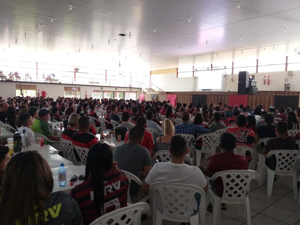 Flamenguistas de Ji-Paraná também assistiram apreensivos a partida que ocorreu no Peru. — Foto: Daniel Luciano/Rede Amazônica