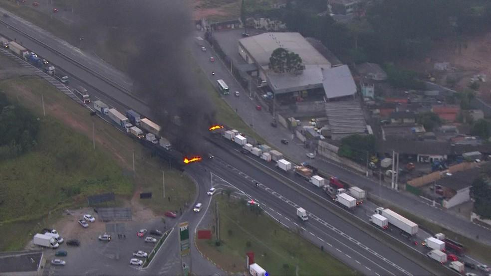 régis bittencourt, rodovia, br-116, protesto, manifestação, caminhoneiros, diesel (Foto: Reprodução/TV Globo)