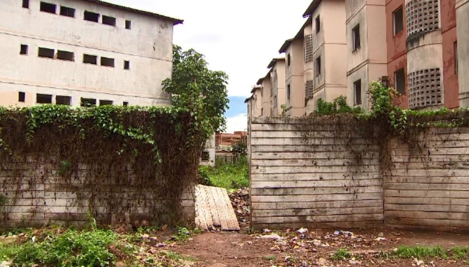 Jovem encontrado morto em conjunto habitacional em obras no AP é identificado