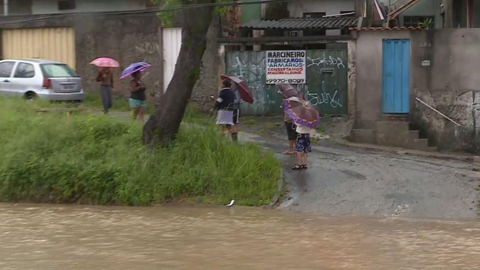 Avenida Cristiano Machado, na Região Norte de BH, alagada às 6h30 de sexta-feira (24) — Foto: Reprodução/TV Globo