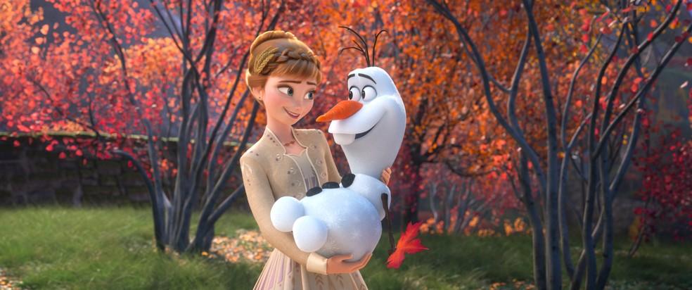 """Anna e Olaf em """"Frozen 2"""" — Foto: Divulgação/Disney"""