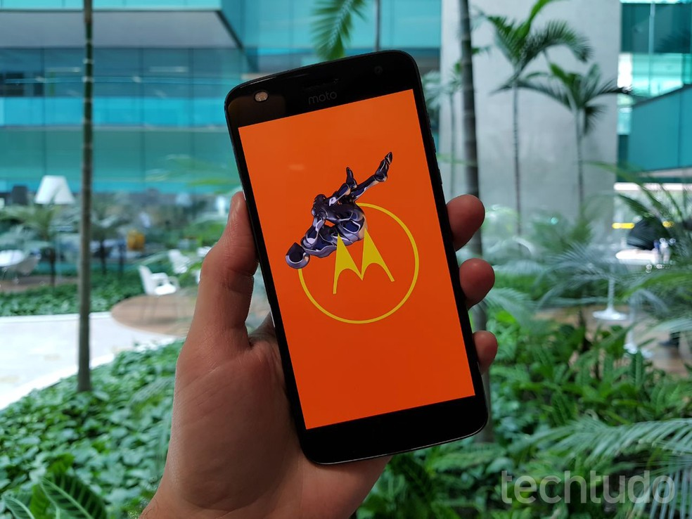 Moto Z2 Play are 4 GB RAM și ar trebui să ofere performanțe bune - Foto: Thássius Veloso / CropTech