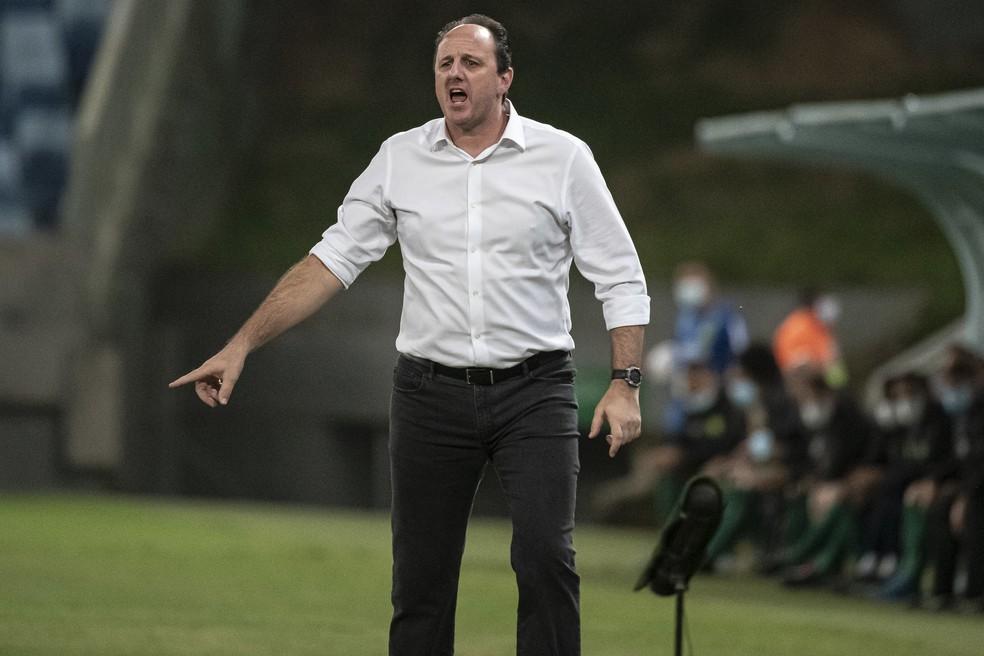 Flamengo se recupera, mas volta a oscilar