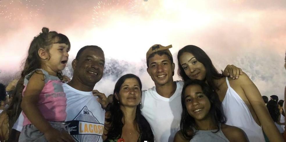 Família de Leandro se prepara para mudar pada Dubai.  Foto: Facebook/Reprodução