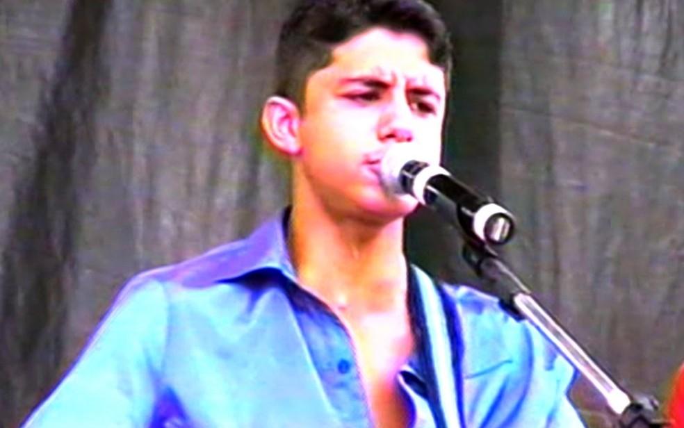 Cristiano Araújo começou a carreira ainda criança cantando em shoppings e bares, em Goiânia, Goiás (Foto: Reprodução/TV Anhanguera)