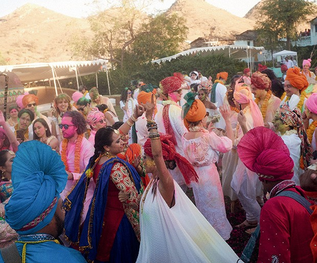 O Festival das Cores serviu como pano de  fundo para celebrar os dez anos da marca de Saloni Lodha.  (Foto: Philippe Kliot)