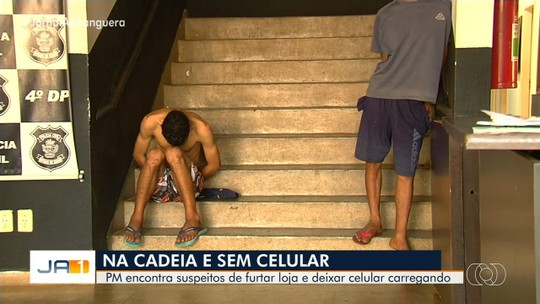 Jovem e adolescente são detidos suspeitos de furtar loja e esquecer celular carregando