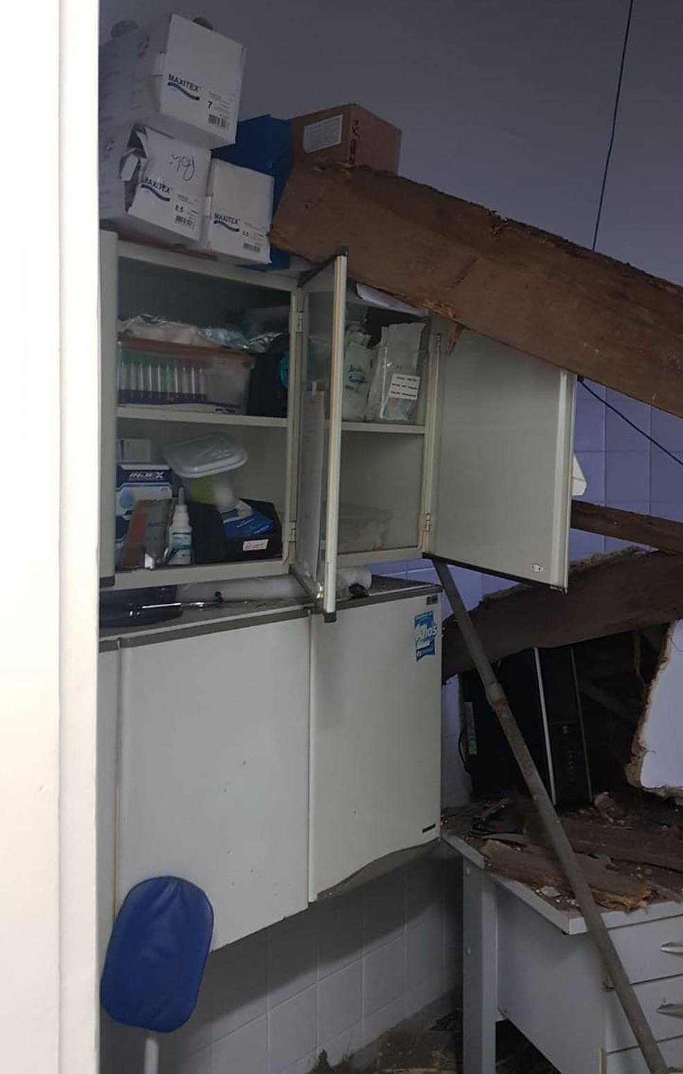 Estrutura de madeira caiu na Policlínica de Sorocaba — Foto: Arquivo Pessoal