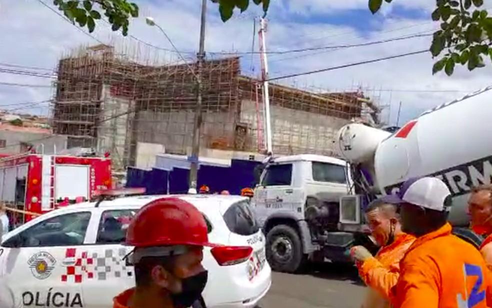 Acidente em obra deixa feridos em Franca, SP — Foto: Paulo Roberto Alves Pereira