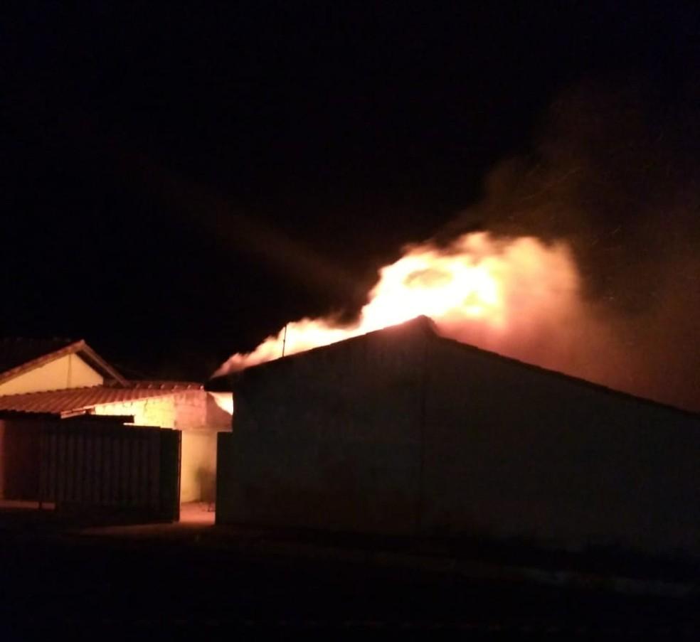 Casa ficou em chamas em Timburi; morador morreu — Foto: Arquivo Pessoal