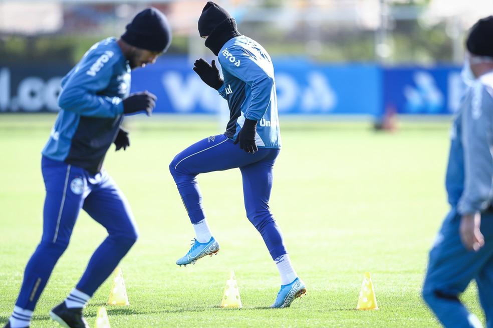 Jogadores mantêm rotina de treinamentos no CT Luiz Carvalho — Foto: Lucas Uebel / Grêmio FBPA