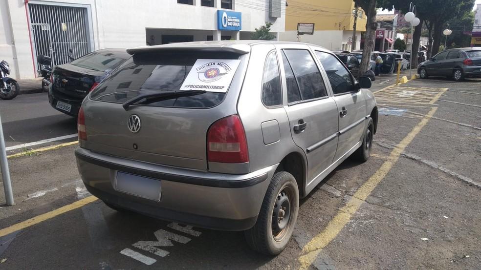 Carro usado pelos suspeitos foi apreendido pela PM — Foto: Polícia Militar